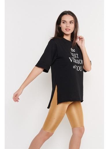 Levure Önü Baskılı Yanları Yırtmaçlı Oversize T-Shirt Siyah
